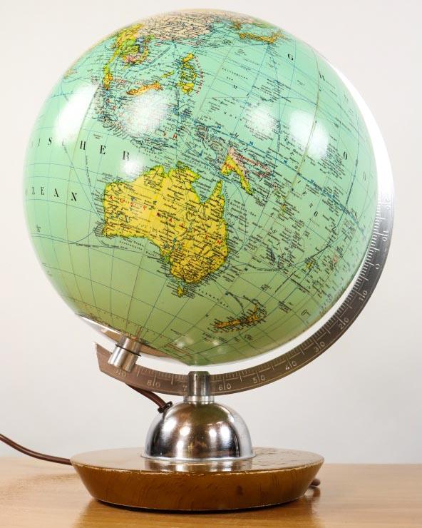 beleuchteter globus lampe glaskugel jro verlag m nchen. Black Bedroom Furniture Sets. Home Design Ideas